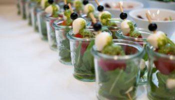 Tomate-Mozarella mit Pesto
